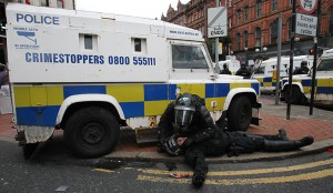 Police clash with loyalist protestors