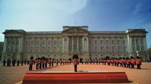Buckingham_Palace,_London