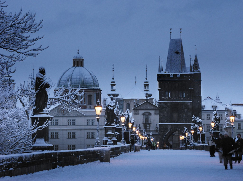 Prague-bridge-winter (1)