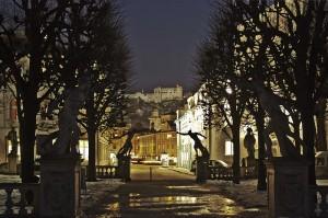 Salzburg_(night)_-_Mirabellgarten